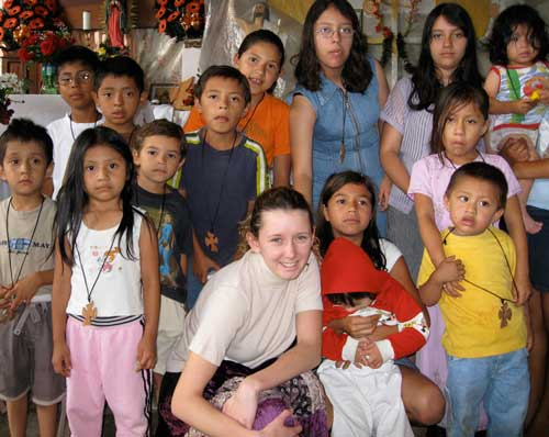 Kayleigh-with-Guatemalan-kids
